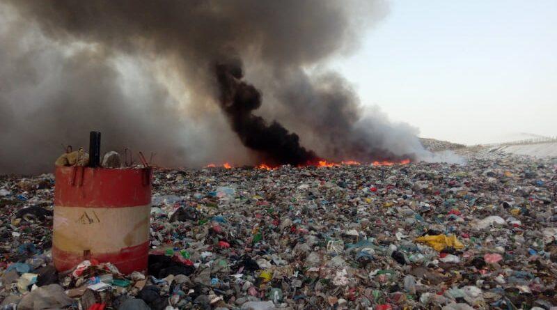 Три екипа пожарникари гасили близо 7 часа пожара на сметището на Асеновград