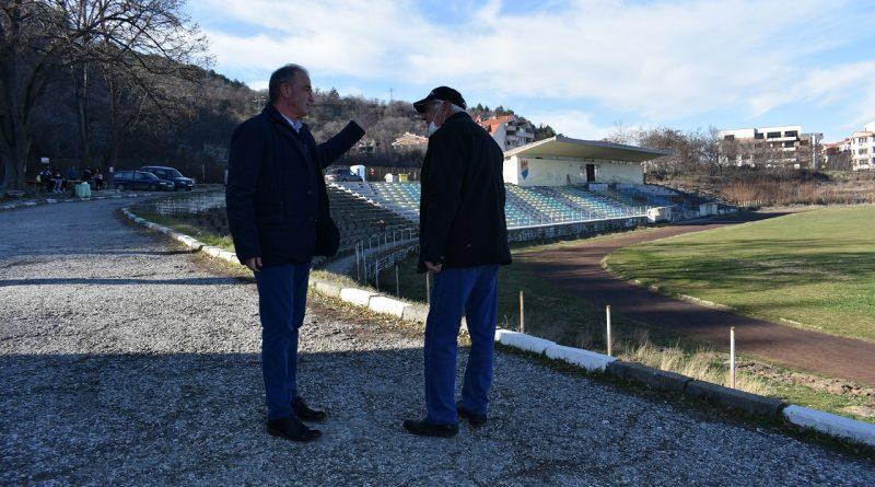 Вижте какво направи д-р Христо Грудев и екипът му за спорта в Асеновград и региона